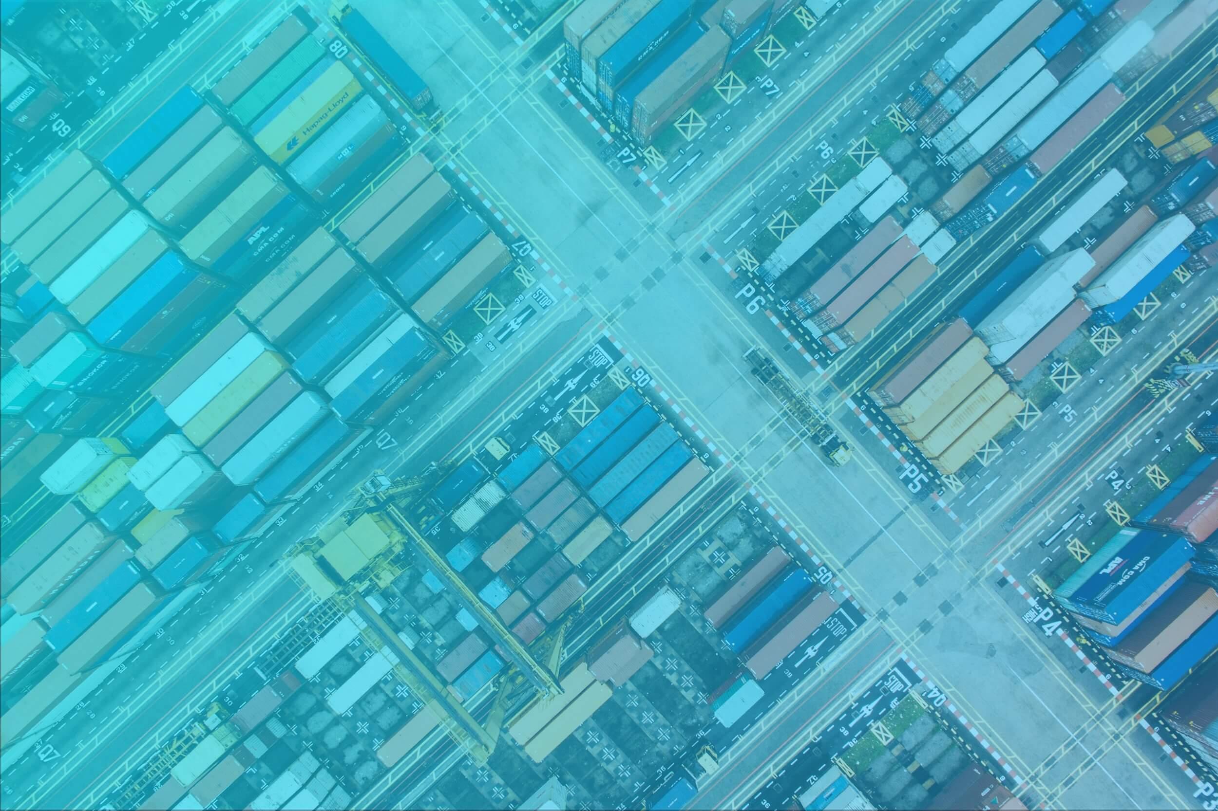 Pohľad zhora na prepravné kontajnery