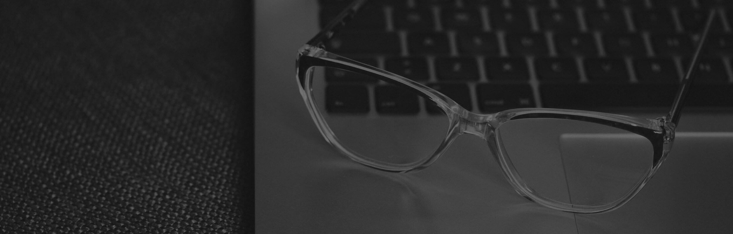 okuliare na notebooku